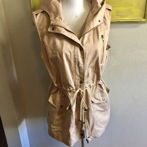 Utility vest khaki tan Sz large hoodie attached